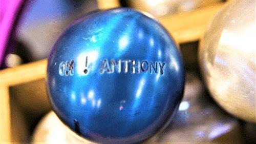 , Boule bleue – Découvrez la plus vieille fabrique de boules de pétanque au monde, Made in Marseille