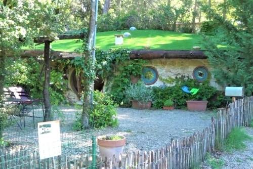 , Tanière de hobbit ou cabane dans les arbres : un séjour insolite en pleine nature, Made in Marseille