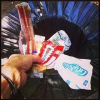 déchet, [1 Piece of Rubbish] Pour faire briller notre ville, ramassons un déchet par jour, Made in Marseille